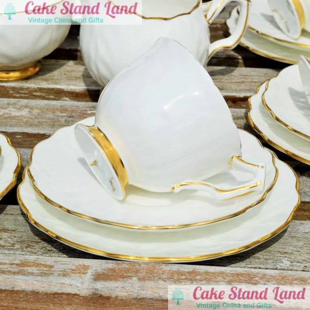 AYNSLEY GOLDEN CROCUS TEA TRIO