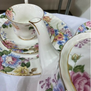 ROYAL ALBERT BEATRICE VINTAGE TEA SET