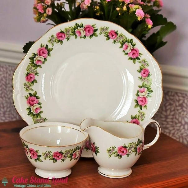 (OUT OF STOCK) COLCLOUGH ENCHANTMENT CAKE PLATE SET