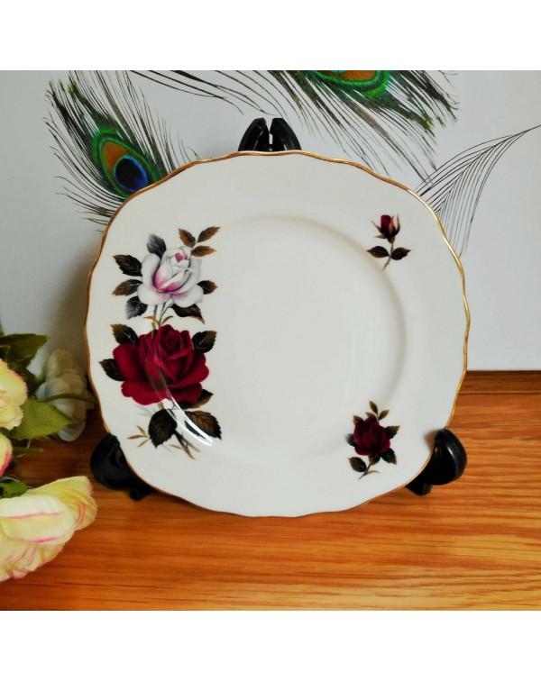 (SOLD) COLCLOUGH AMORETTA TEA PLATE
