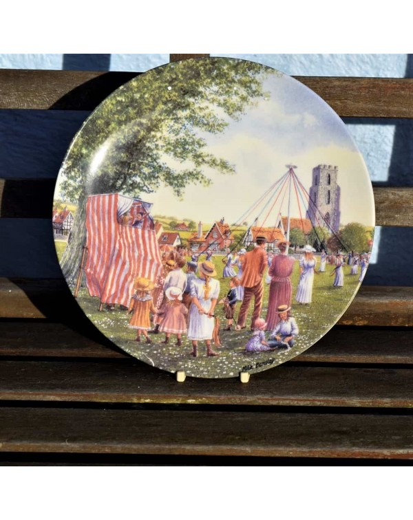 ROYAL DOULTON THE COLLECTORS  VILLAGE GREEN PLATE