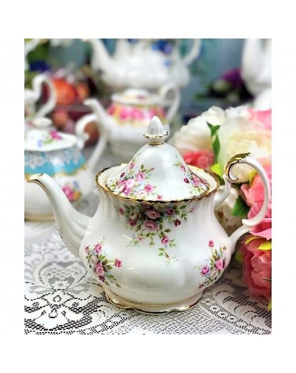 (SOLD) ROYAL ALBERT COTTAGE GARDEN TEAPOT