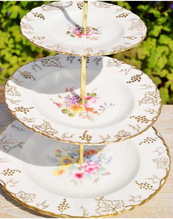 (OUT OF STOCK) ROYAL CROWN DERBY VINE CAKE STAND