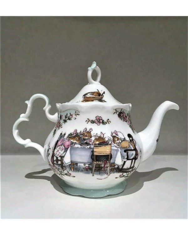 (SOLD) ROYAL DOULTON BRAMBLY HEDGE TEAPOT