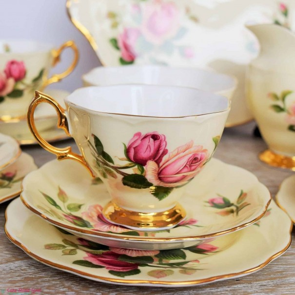 (OUT OF STOCK) ROYAL ALBERT ENGLISH BEAUTY TEA CUP & SAUCER