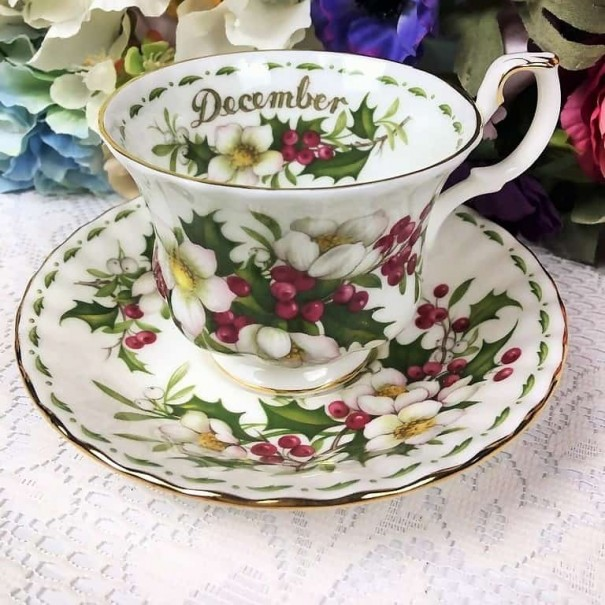 ROYAL ALBERT FLOWER OF THE MONTH DUO DECEMBER