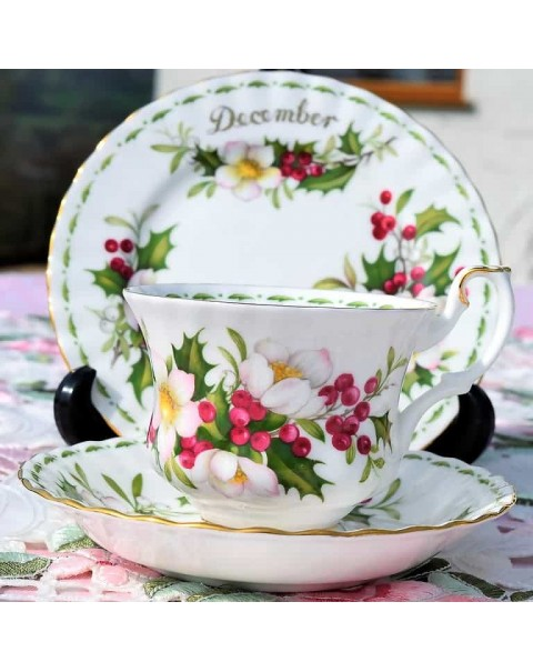 (OUT OF STOCK) ROYAL ALBERT FLOWER OF THE MONTH TRIO DECEMBER