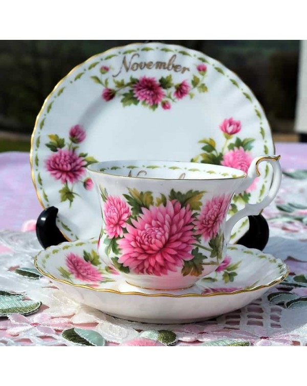 ROYAL ALBERT FLOWER OF THE MONTH TRIO NOVEMBER
