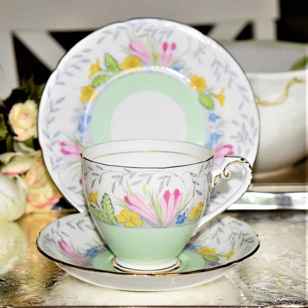 (SOLD) ROYAL GRAFTON PINK CROCUS TEA TRIO