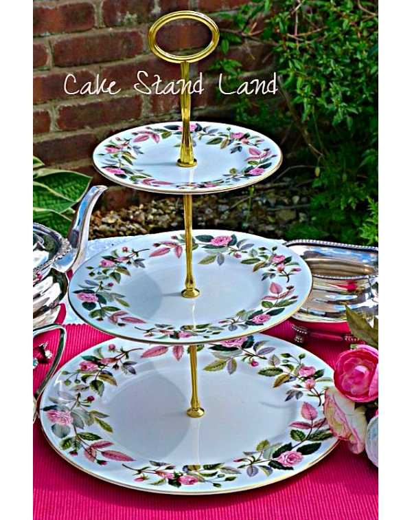 WEDGWOOD HATHAWAY ROSE CAKE STAND