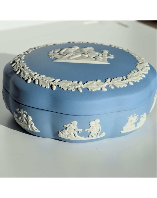(SOLD) WEDGWOOD QUEENSWARE LARGE LIDDED DISH