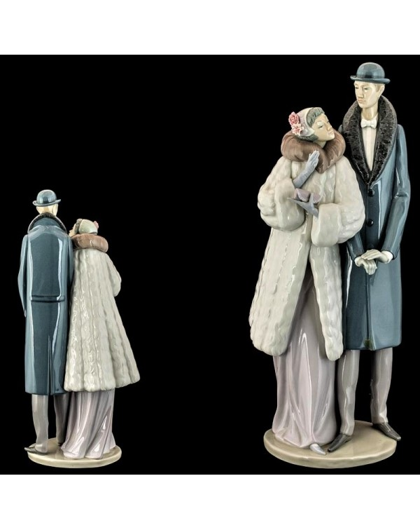 (SOLD) LLADRO ON THE TOWN HUGE FIGURINE 1452