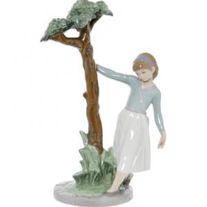 LLADRO TREE OF ADVENTURES GIRL