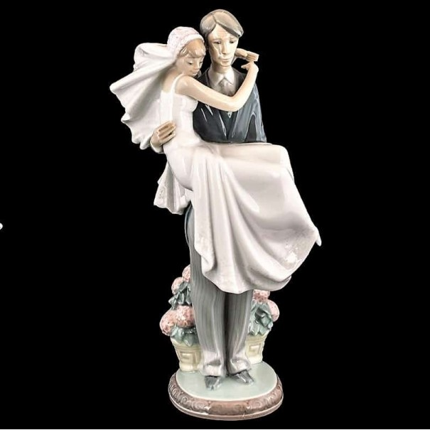 (COMING SOON) LLADRO OVER THE THRESHOLD