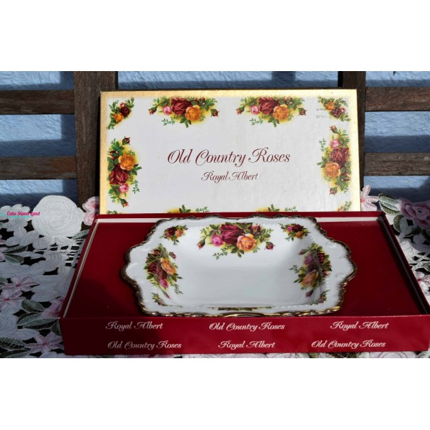 (SOLD) OLD COUNTRY ROSES PARTY TRAY BOXED
