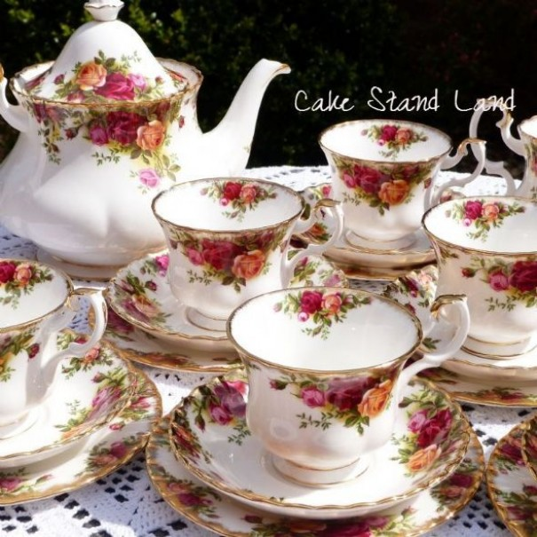 (SOLD) OLD COUNTRY ROSES TEA SET FOR 6