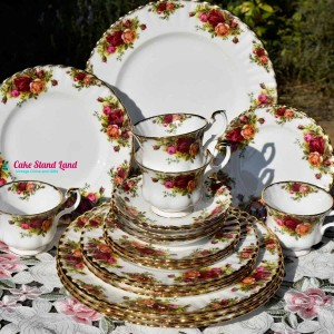 OLD COUNTRY ROSES 20 PIECE DINNER & TEA SET