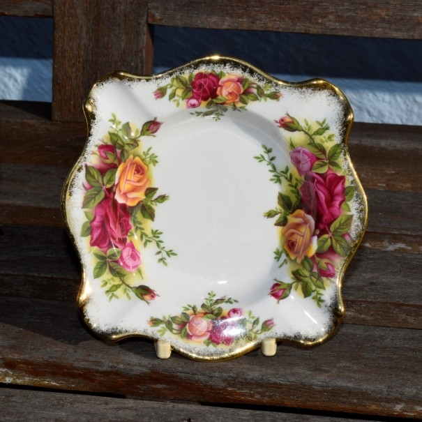 OLD COUNTRY ROSES ASHTRAY BOXED