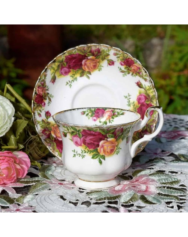 OLD COUNTRY ROSES CAREWORN CUP & SAUCER