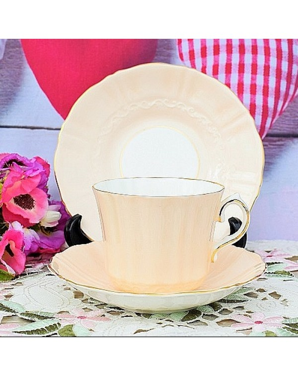 (OUT OF STOCK) OLD ROYAL TEA TRIO PEACH