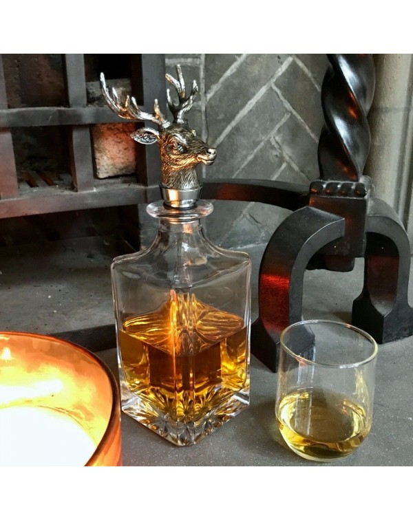 DECANTER WITH STAGS HEAD