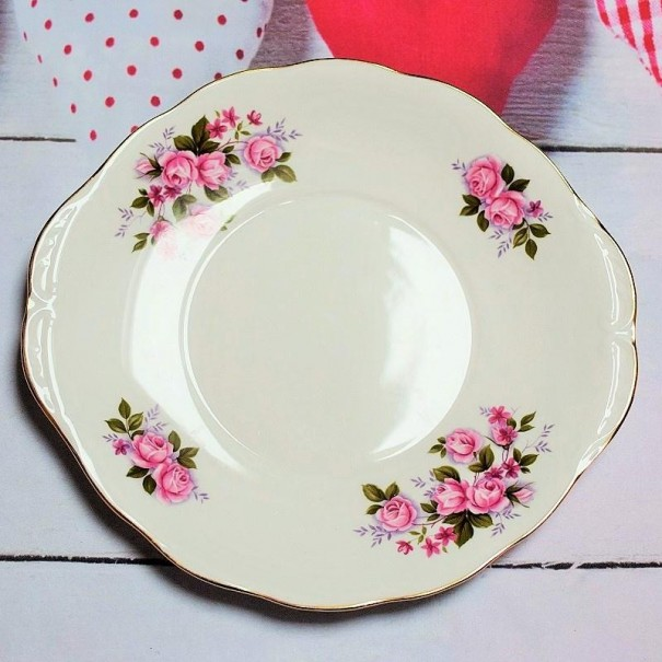 (SOLD) QUEEN ANNE VINTAGE CAKE PLATE