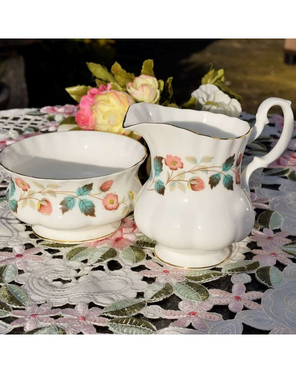 RICHMOND WILD STRAWBERRY MILK & SUGAR SET