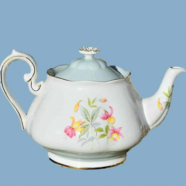 (OUT OF STOCK) ROSLYN FUCHSIA TEAPOT