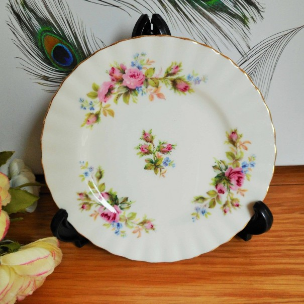 (OUT OF STOCK) ROYAL ALBERT MOSS ROSE TEA PLATE