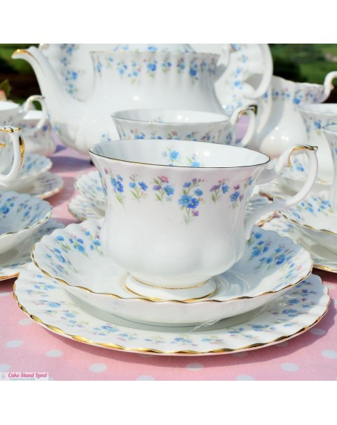 ROYAL ALBERT MEMORY LANE TEA SET WITH TEAPOT