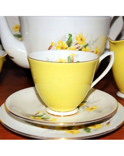 (SOLD) ROYAL ALBERT PRIMROSE TEA SET & TEAPOT