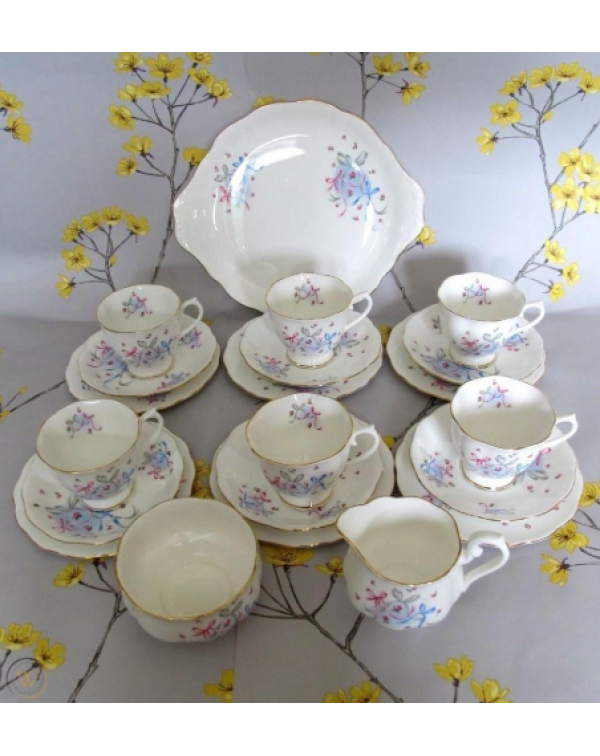(SOLD) ROYAL ALBERT BUTTONS AND BOWS TEA SET