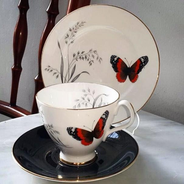 (SOLD) ROYAL ALBERT MANDALY TEA TRIO