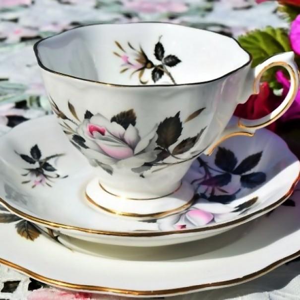ROYAL ALBERT QUEENS MESSENGER TEA TRIO