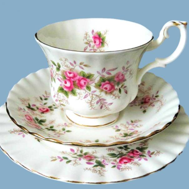 (SOLD) ROYAL ALBERT LAVENDER ROSE TEA TRIO