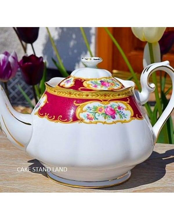 (OUT OF STOCK) ROYAL ALBERT LADY HAMILTON  TEAPOT