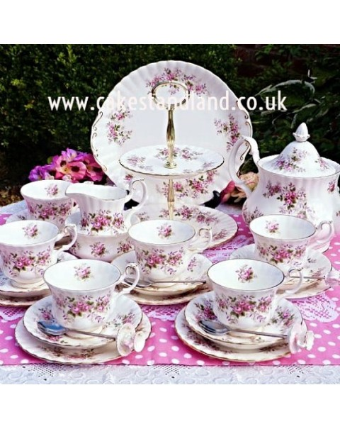 (OUT OF STOCK) ROYAL ALBERT LAVENDER ROSE TEA SET & CAKE STAND