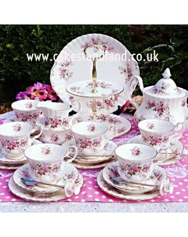 ROYAL ALBERT LAVENDER ROSE TEA SET & CAKE STAN...