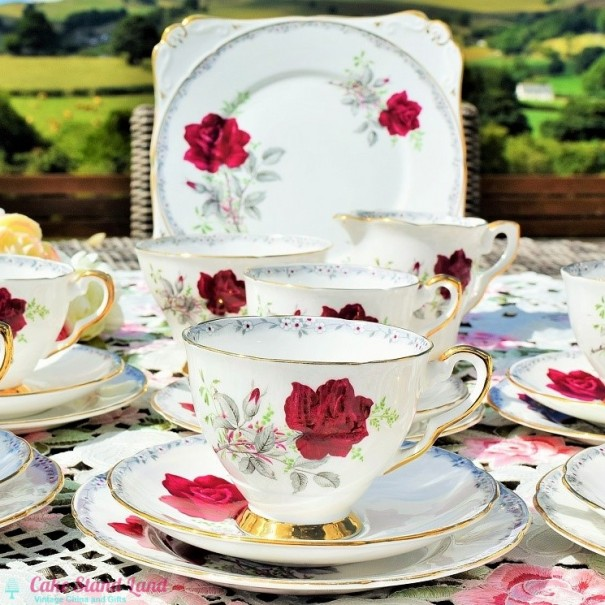 (SOLD) ROYAL STAFFORD ROSES TO REMEMBER TEA SET