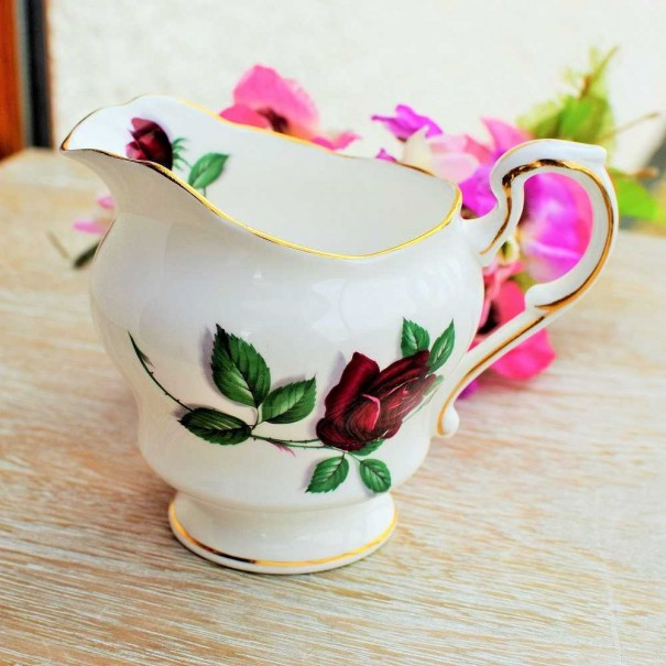 (OUT OF STOCk) PARAGON RED VELVET MILK JUG