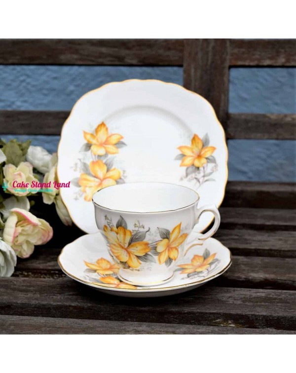 ROYAL VALE LILY TEA TRIO