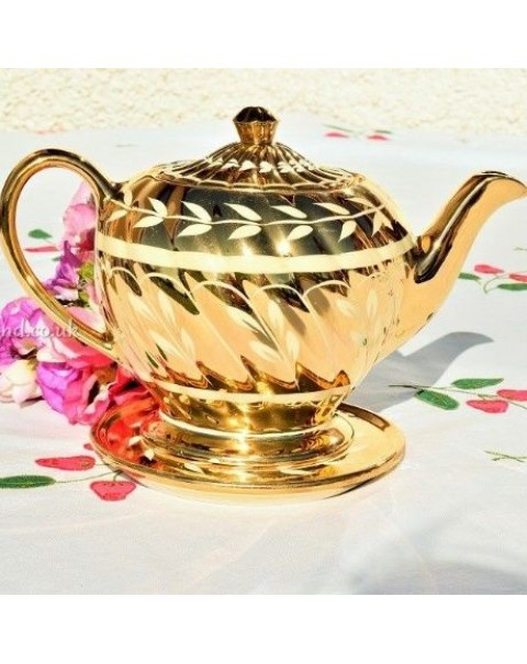 (OUT OF STOCK) SADLER GOLD LARGE VINTAGE TEAPOT WITH TEAPOT STAND