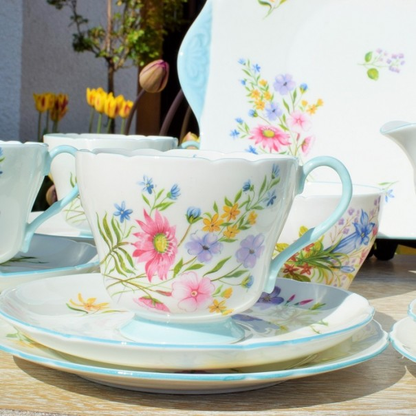 (SOLD) SHELLEY WILD FLOWERS TEA TRIO