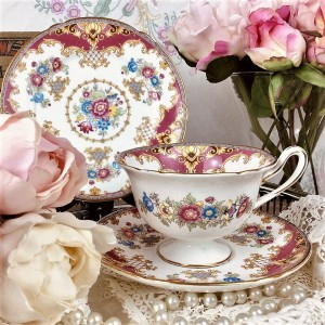 (SOLD) SHELLEY SHERATON PINK TEA TRIO