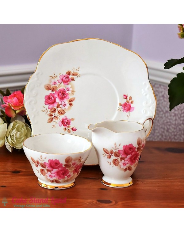 (OUT OF STOCK) ROYAL SUTHERLAND CAKE PLATE SET