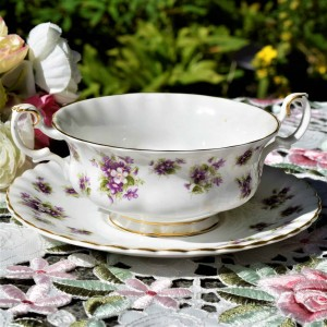 ROYAL ALBERT SWEET VIOLETS SOUP COUPE