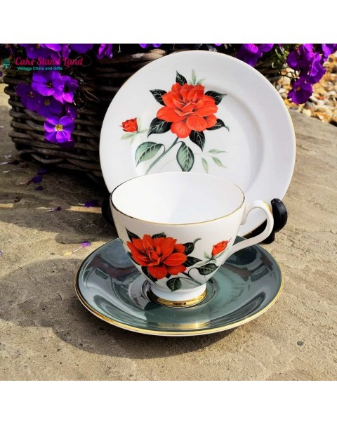 ROYAL ALBERT TAHITI TEA TRIO