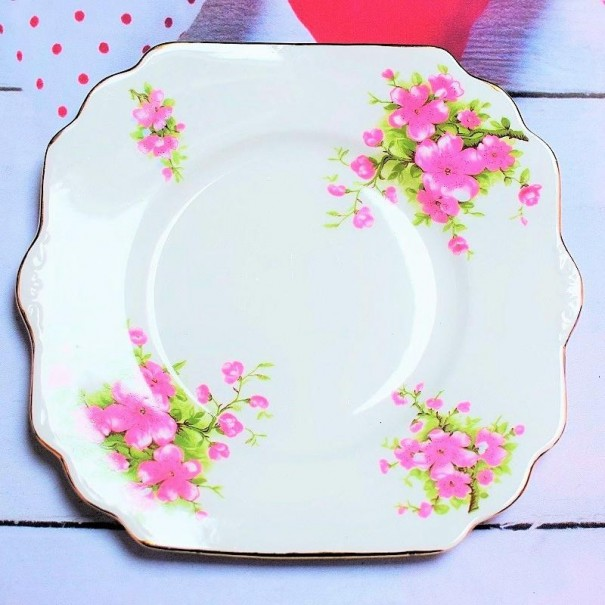 (OUT OF STOCK) BLOSSOM CAKE PLATE