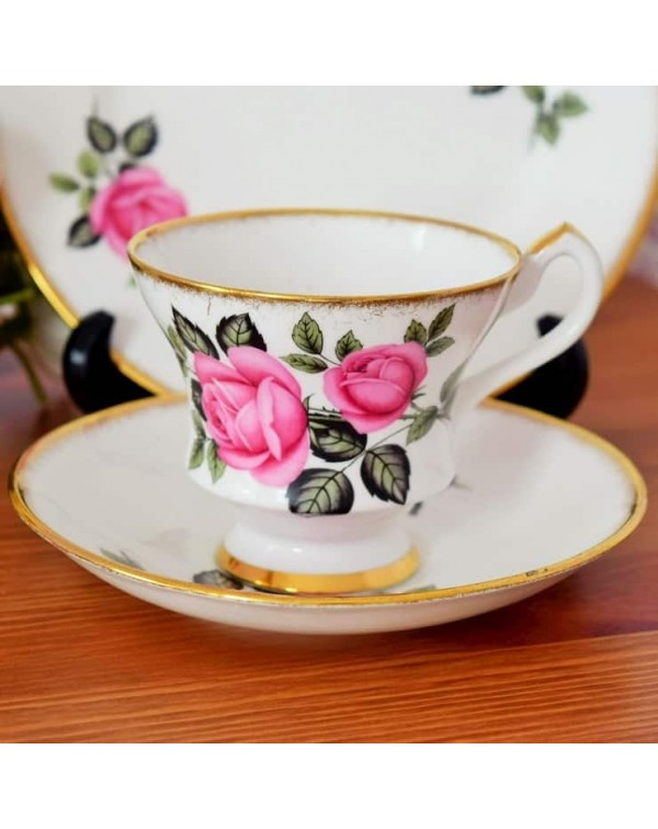 (OUT OF STOCK) AN ENGLISH VINTAGE TEA TRIO
