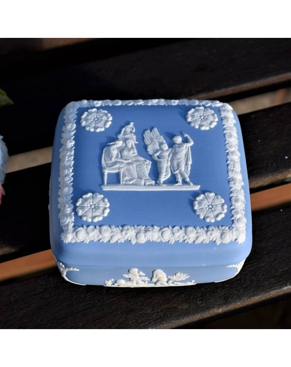 WEDGWOOD QUEENSWARE SQUARE LIDDED TRINKET DISH
